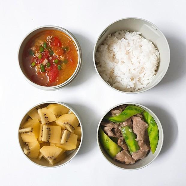 Chỉ với 50k đồng, cô gái trẻ làm ra hàng loạt bữa cơm trưa siêu tinh tế để chồng mang đi làm mỗi ngày - Ảnh 3.