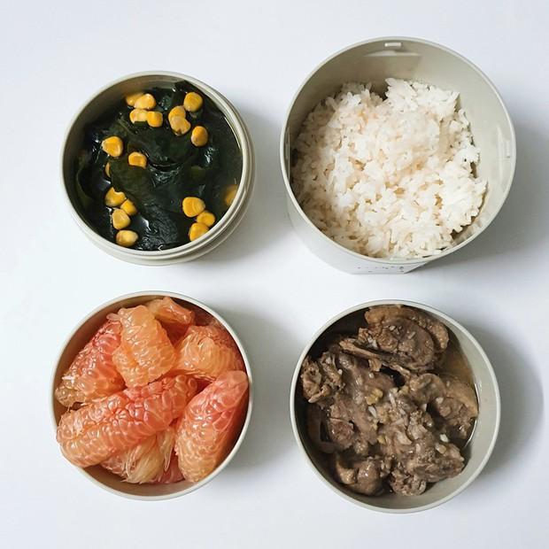 Chỉ với 50k đồng, cô gái trẻ làm ra hàng loạt bữa cơm trưa siêu tinh tế để chồng mang đi làm mỗi ngày - Ảnh 4.