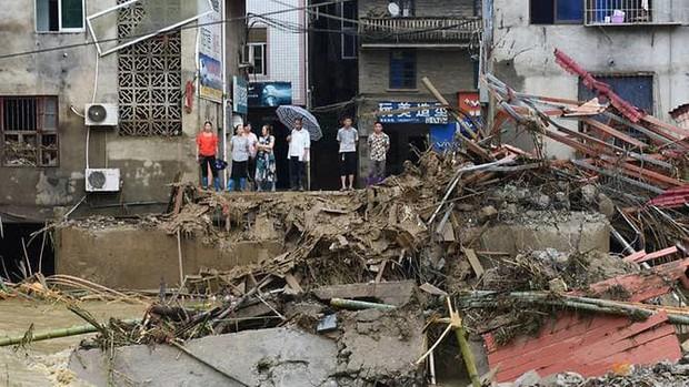 Mưa lớn tại Trung Quốc gây lũ lụt, gần 80.000 người sơ tán - Ảnh 1.