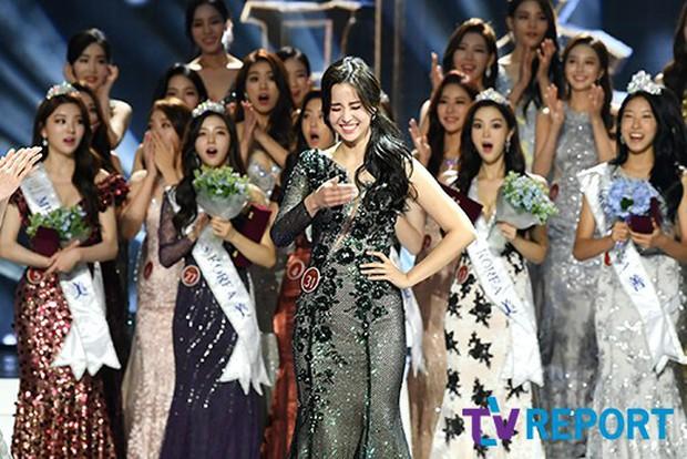 Chung kết Hoa hậu Hàn Quốc 2019 gây bão: Tân Hoa hậu xinh đến mức dìm cựu Hoa hậu, dàn Á hậu đằng sau bị chê mặt nhựa - Ảnh 14.