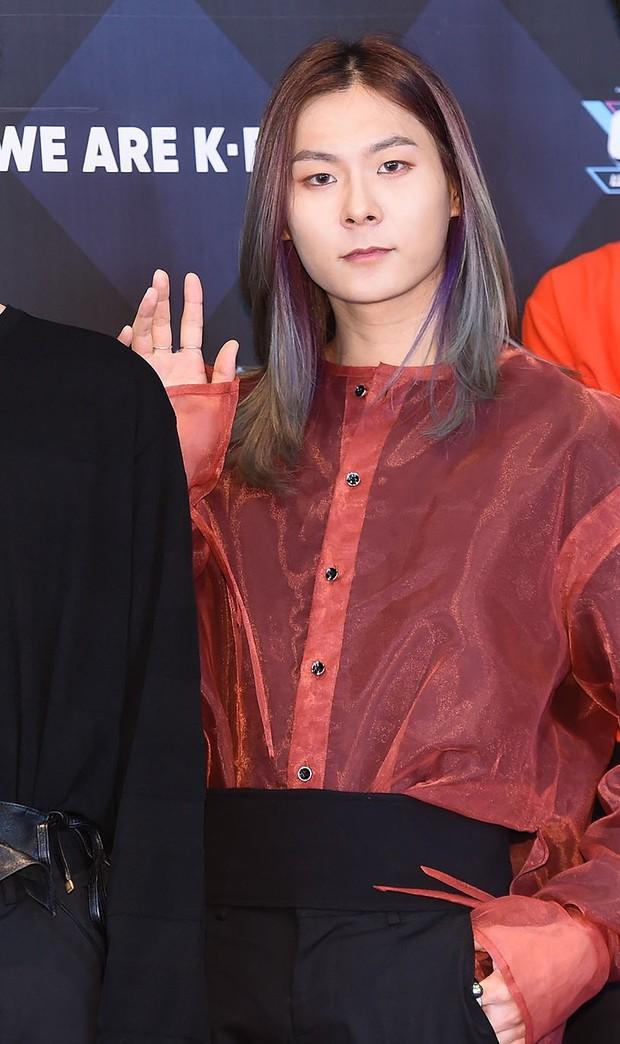 Thí sinh Produce 101 biến showcase thành biển nước mắt khi nói về người mẹ quá cố, được V (BTS) cổ vũ debut - Ảnh 3.