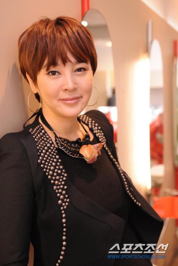 Bóc trần mặt tối cuộc thi Hoa hậu Hàn Quốc: Trao 8 vương miện, đầy quy tắc ngầm, Hoa-Á hậu bán dâm tiền tỷ - Ảnh 32.