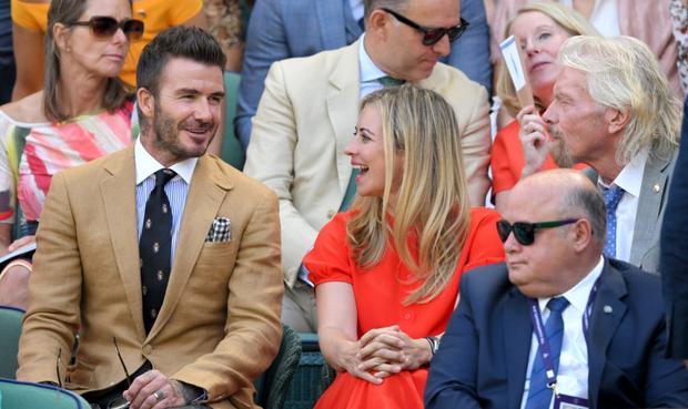 David Beckham - thần tượng của biết bao giới trẻ Việt Nam: Ở tuổi 44 vẫn đẹp trai lãng tử, khí chất ngút trời, làm sáng rực một góc khán đài Hoàng gia - Ảnh 8.