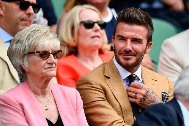 David Beckham - thần tượng của biết bao giới trẻ Việt Nam: Ở tuổi 44 vẫn đẹp trai lãng tử, khí chất ngút trời, làm sáng rực một góc khán đài Hoàng gia - Ảnh 5.