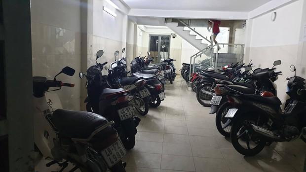 Dãy trọ bị trộm viếng thăm, cuỗm 9 xe máy trong đêm ở Sài Gòn - Ảnh 1.