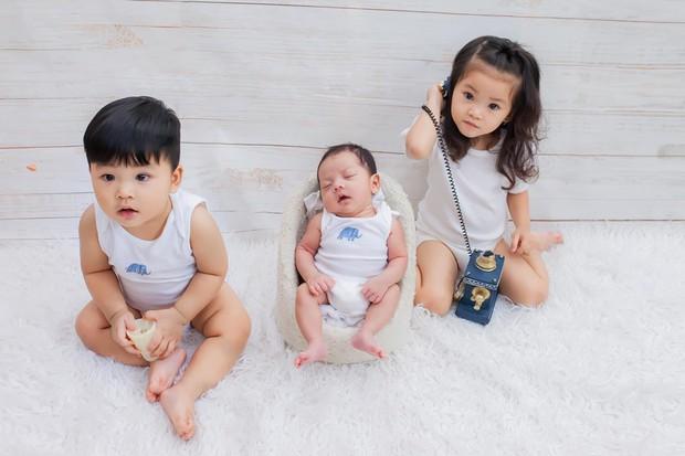 Mới hơn 2 tuổi, con gái Hải Băng đã gây sốt: Xinh trong veo như công chúa, lại còn biết tạo dáng chuyên nghiệp - Ảnh 6.