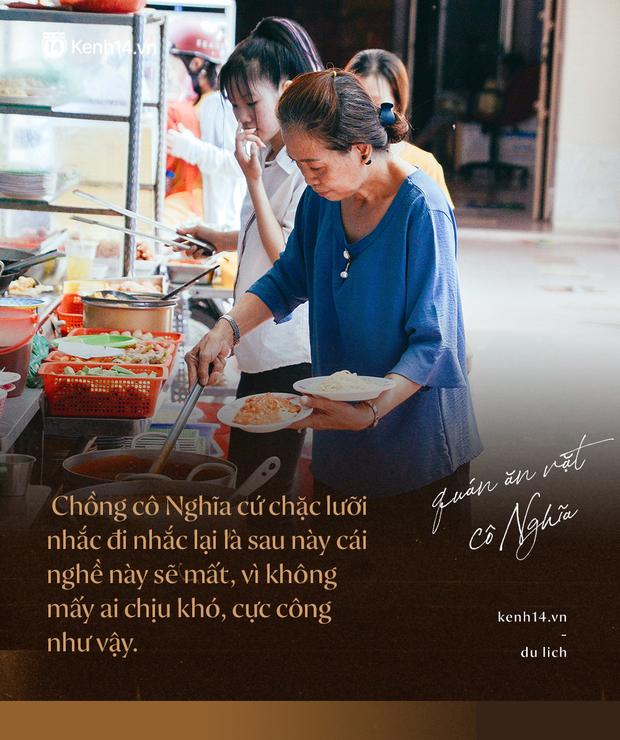 Sài Gòn: Ghé qua quán ăn vặt số 47 để tìm về kí ức tuổi thơ và nghe cô chủ quán tính tiền như đọc rap - Ảnh 7.