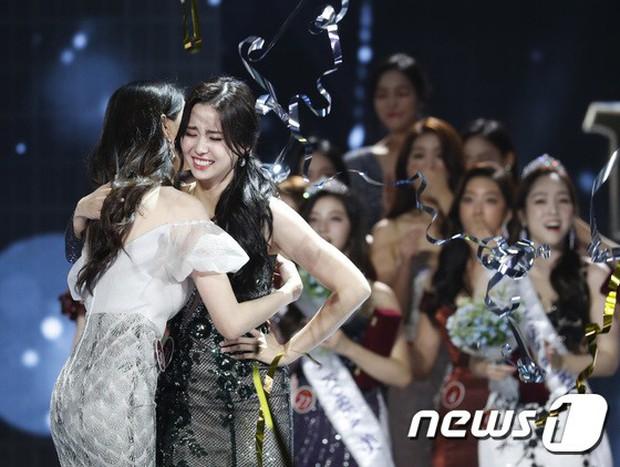 Chung kết Hoa hậu Hàn Quốc 2019 gây bão: Tân Hoa hậu xinh đến mức dìm cựu Hoa hậu, dàn Á hậu đằng sau bị chê mặt nhựa - Ảnh 10.