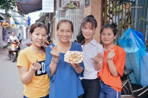 Sài Gòn: Ghé qua quán ăn vặt số 47 để tìm về kí ức tuổi thơ và nghe cô chủ quán tính tiền như đọc rap - Ảnh 11.