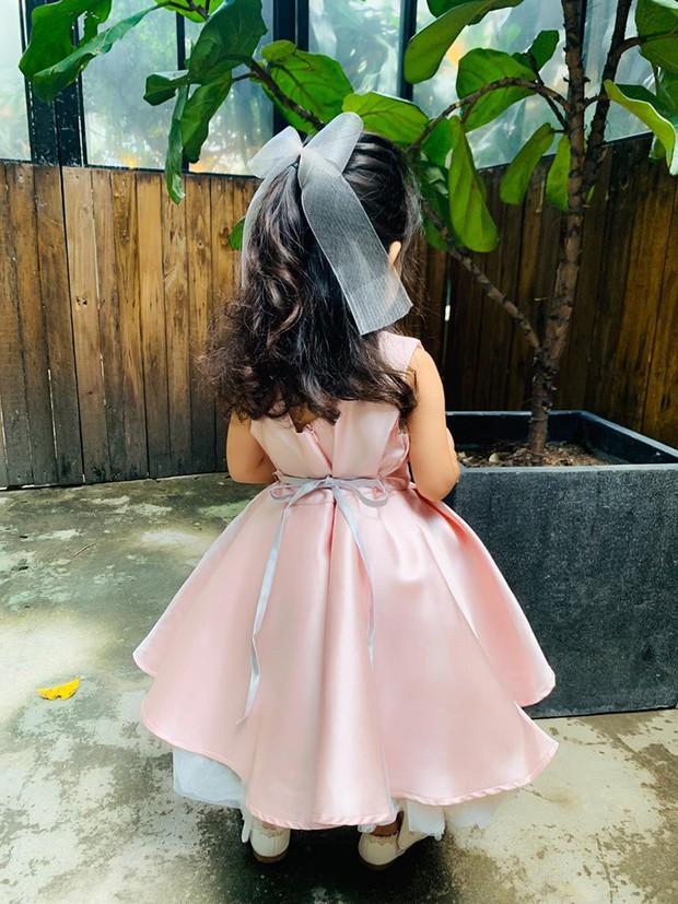 Mới hơn 2 tuổi, con gái Hải Băng đã gây sốt: Xinh trong veo như công chúa, lại còn biết tạo dáng chuyên nghiệp - Ảnh 4.