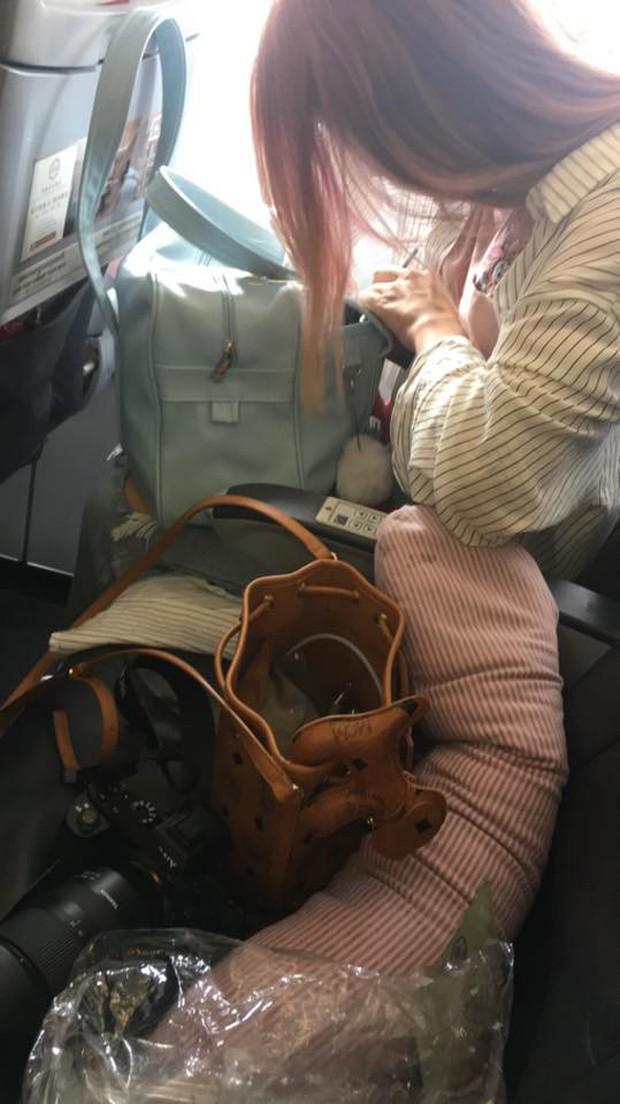Nhờ sự cố máy bay và cái nắm tay che chở, chàng trai tự dưng vớ được cô người yêu xinh đẹp - Ảnh 3.