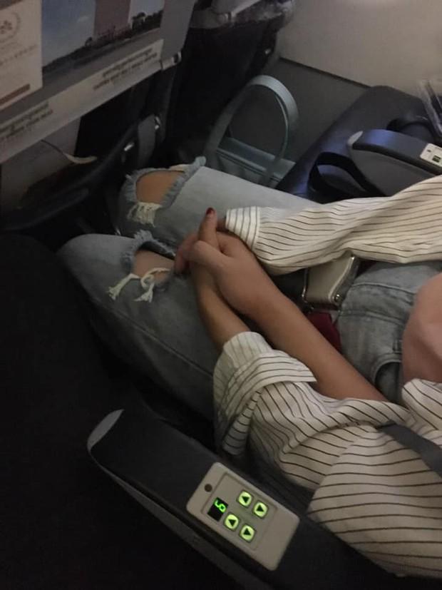 Nhờ sự cố máy bay và cái nắm tay che chở, chàng trai tự dưng vớ được cô người yêu xinh đẹp - Ảnh 4.