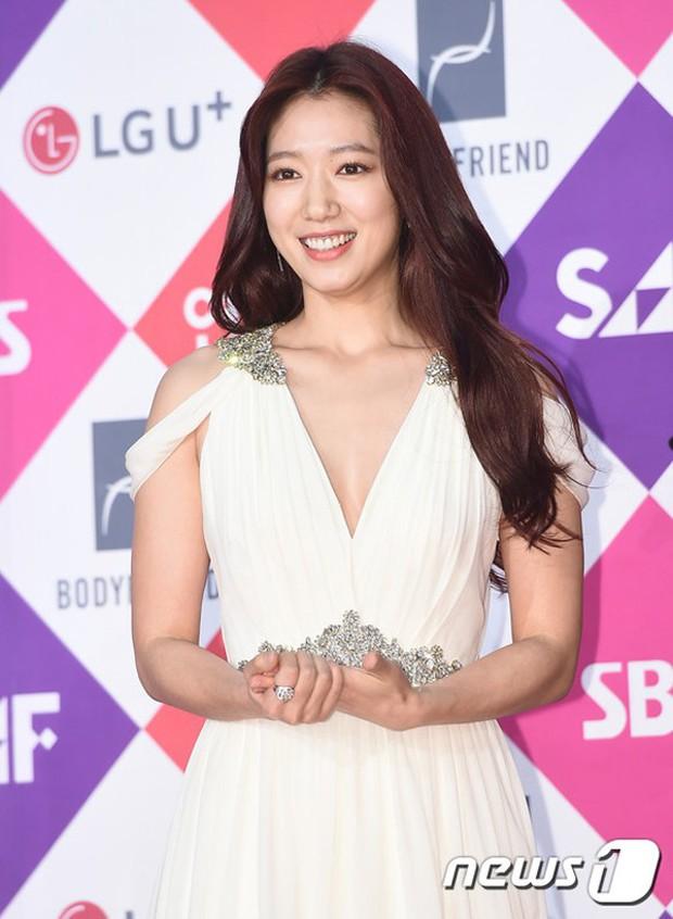 Nổi tiếng kín cổng cao tường, các mỹ nhân Hàn khiến dân tình mất máu khi hở bạo: Jennie và Yoona chưa sốc bằng sao nhí - Ảnh 5.