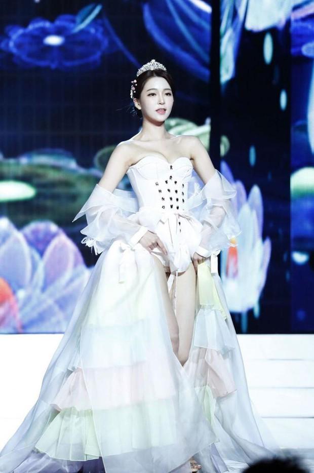 Bóc trần mặt tối cuộc thi Hoa hậu Hàn Quốc: Trao 8 vương miện, đầy quy tắc ngầm, Hoa-Á hậu bán dâm tiền tỷ - Ảnh 4.
