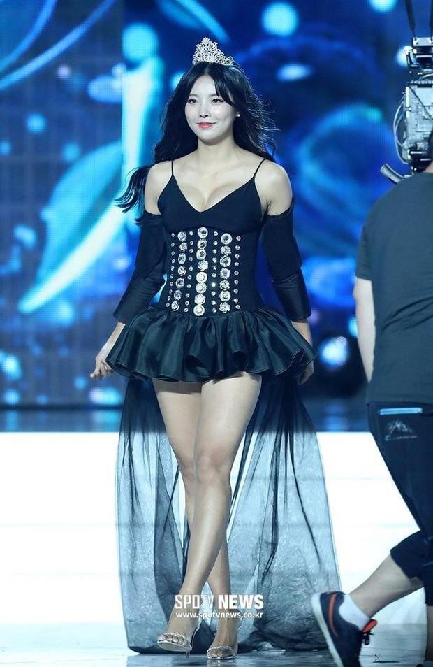 Cuộc thi Hoa hậu Hàn Quốc 2019 bị ném đá thậm tệ vì màn trình diễn Hanbok như nội y, thí sinh vừa đi vừa cởi - Ảnh 5.