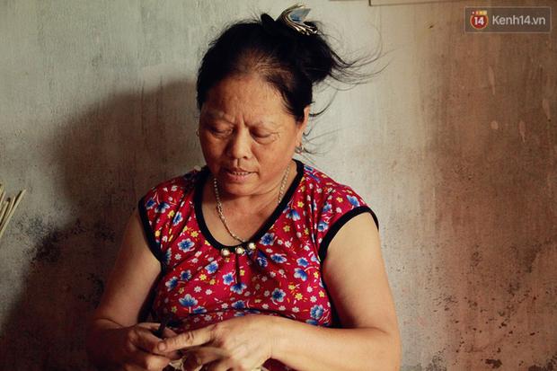 Gặp gia đình một ngón tài hoa ở Hà Nam: Người thầy vượt qua nghịch cảnh, viết chữ đẹp nhất vùng - Ảnh 8.