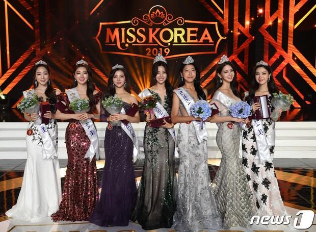 Thua kém về điểm gì chưa biết nhưng riêng váy dạ hội, thí sinh Hoa hậu Hàn Quốc 2019 thua xa chúng ta - Ảnh 1.