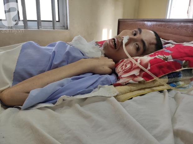 Con trai sắp lấy vợ bị tai nạn nằm một chỗ, người mẹ già ngã quỵ khi tiếp tục biết chồng ung thư mà không đủ tiền chữa - Ảnh 2.