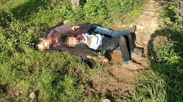 Cậu bé sống sót sau khi được tìm thấy bên thi thể của bố ở Mexico - Ảnh 1.