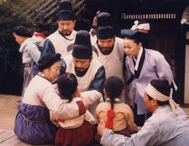 Là con ghẻ truyền hình nhưng có đến 5 lí do để mê đắm phim cổ trang Hàn: Số 4 từng khuynh đảo toàn Châu Á - Ảnh 1.