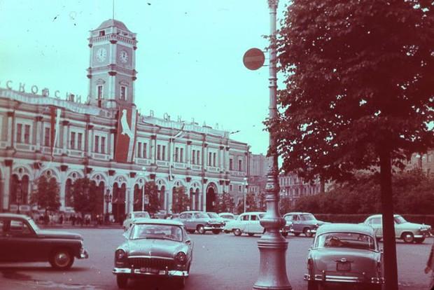 Ảnh màu ấn tượng về đường phố Leningrad những năm 1960 - Ảnh 12.