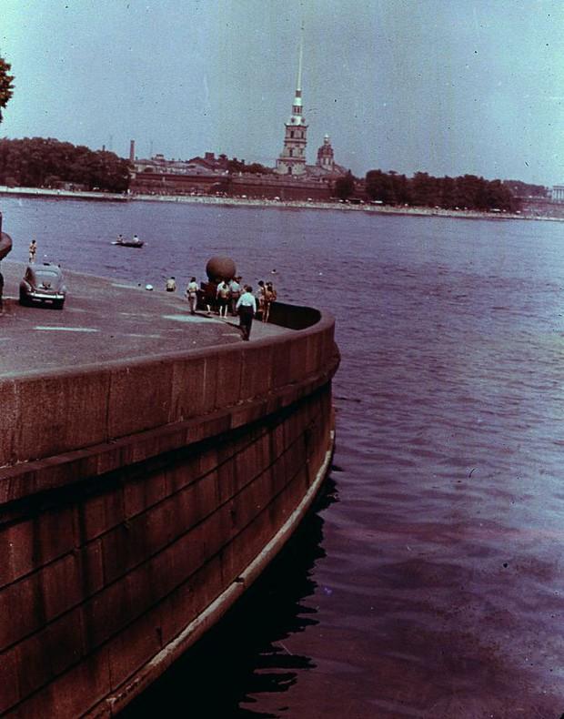 Ảnh màu ấn tượng về đường phố Leningrad những năm 1960 - Ảnh 15.