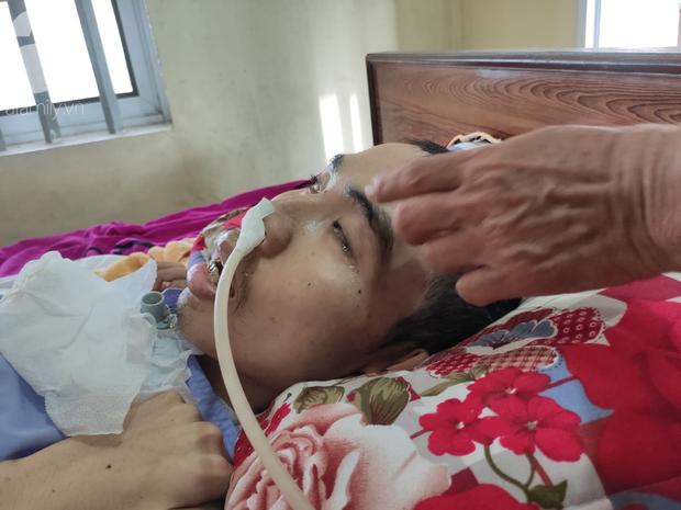 Con trai sắp lấy vợ bị tai nạn nằm một chỗ, người mẹ già ngã quỵ khi tiếp tục biết chồng ung thư mà không đủ tiền chữa - Ảnh 4.