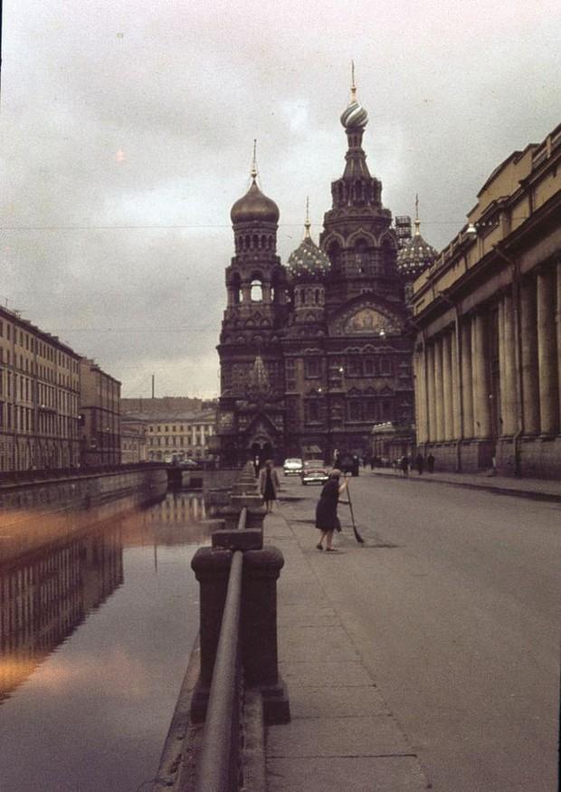Ảnh màu ấn tượng về đường phố Leningrad những năm 1960 - Ảnh 4.