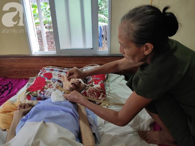 Con trai sắp lấy vợ bị tai nạn nằm một chỗ, người mẹ già ngã quỵ khi tiếp tục biết chồng ung thư mà không đủ tiền chữa - Ảnh 5.