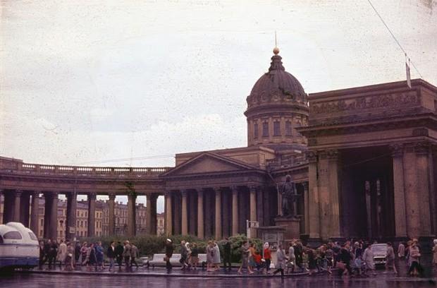 Ảnh màu ấn tượng về đường phố Leningrad những năm 1960 - Ảnh 6.