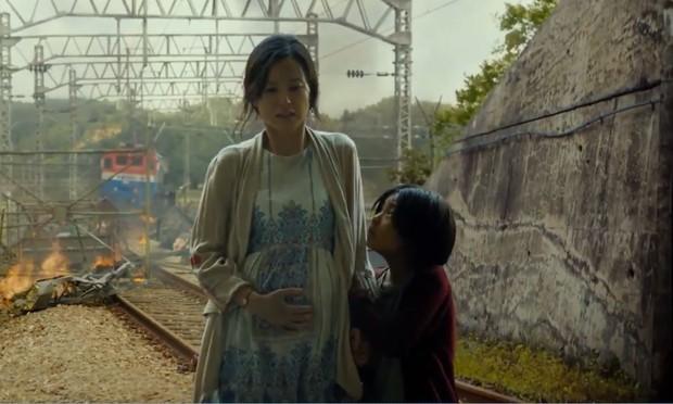 Tất tần tật về Train To Busan 2: Thánh Kang Dong Won xuất hiện, zombie cũng gục ngã trước vẻ điển trai thôi! - Ảnh 2.