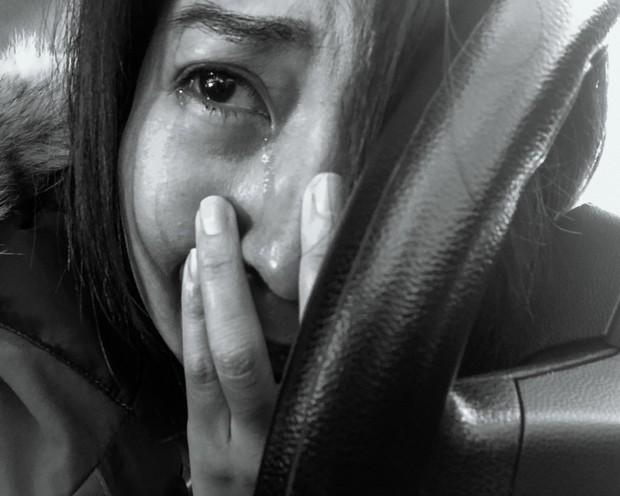 Nhật ký qua ảnh đầy xúc cảm của nữ y tá bị cưỡng hiếp và phải tự mình tìm lấy ánh sáng giữa hố sâu tăm tối - Ảnh 3.