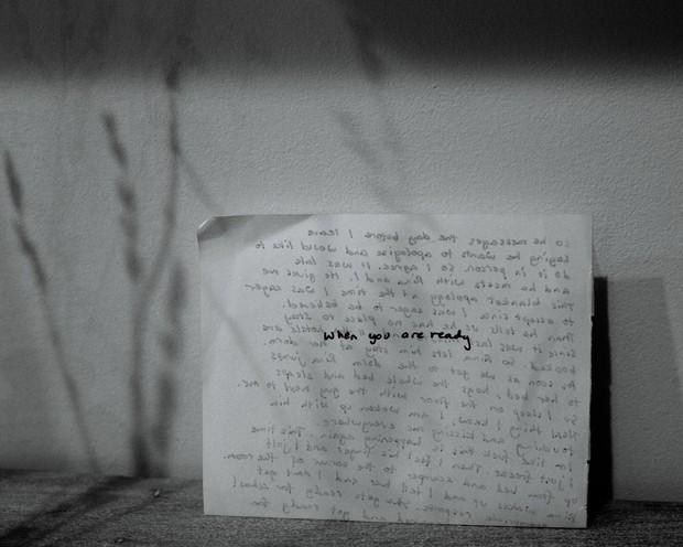 Nhật ký qua ảnh đầy xúc cảm của nữ y tá bị cưỡng hiếp và phải tự mình tìm lấy ánh sáng giữa hố sâu tăm tối - Ảnh 6.