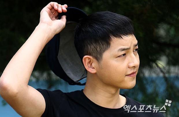 Tranh cãi ảnh Song Joong Ki bị hói đầu vì căng thẳng trong khi Song Hye Kyo tươi rói sau vụ ly hôn, sự thật là gì? - Ảnh 7.