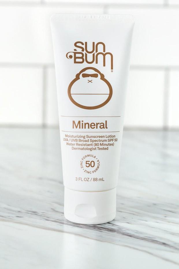 Cho ngày 39 độ, tia UV vượt ngưỡng: bôi KCN là bắt buộc, nhưng nếu da bạn dễ nổi mẩn thì đã có ngay 9 sản phẩm an toàn được bác sĩ bảo kê - Ảnh 3.