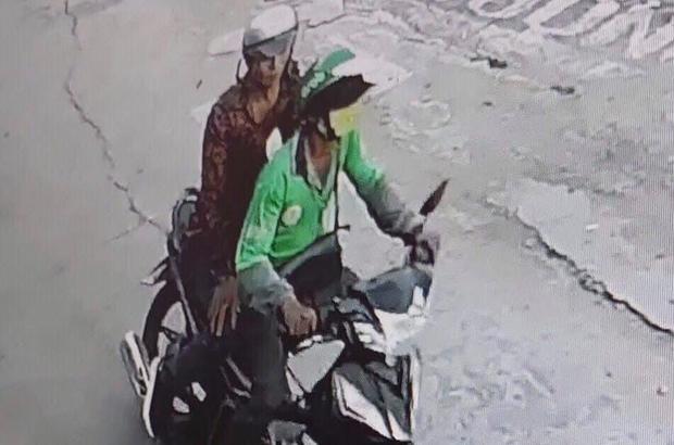Tài xế GrabBike bị cướp cứa cổ ở Sài Gòn xúc động khi được tặng xe máy để mưu sinh - Ảnh 4.