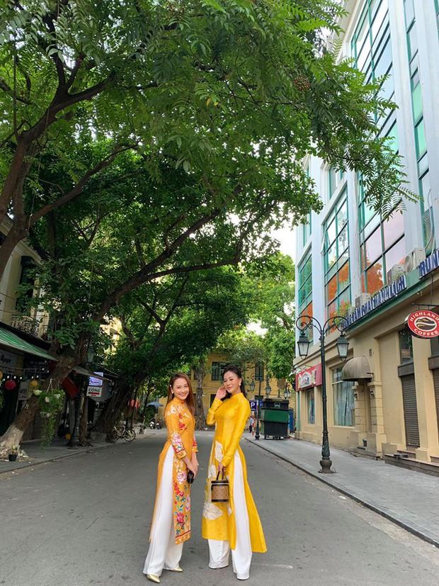 Mẹ chồng - nàng dâu Lan Hương - Bảo Thanh cùng dàn nghệ sĩ Việt diện áo dài truyền thống khoe nét đẹp nền nã giữa lòng thủ đô Hà Nội - Ảnh 6.