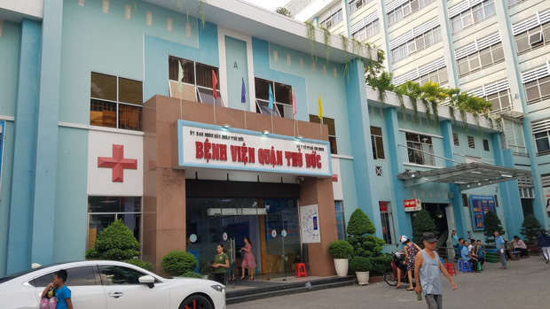 Tài xế GrabBike bị cướp cứa cổ ở Sài Gòn xúc động khi được tặng xe máy để mưu sinh - Ảnh 1.
