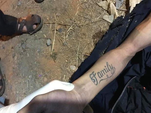 Sau tiếng động lớn, nam thanh niên có hình xăm Family trên cánh tay tử vong trong vườn nhà dân - Ảnh 3.