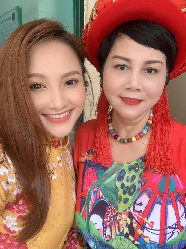 Mẹ chồng - nàng dâu Lan Hương - Bảo Thanh cùng dàn nghệ sĩ Việt diện áo dài truyền thống khoe nét đẹp nền nã giữa lòng thủ đô Hà Nội - Ảnh 5.