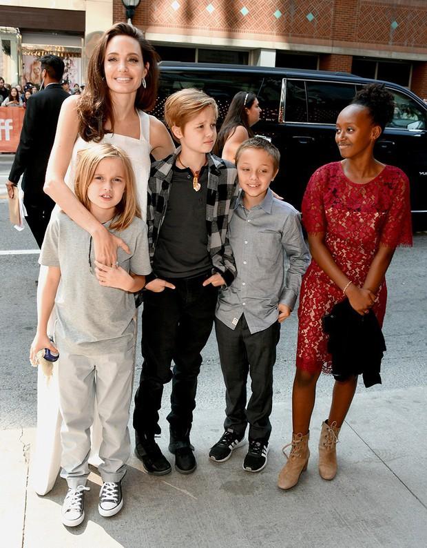 Ngược đời như cặp sinh đôi đắt giá nhất Hollywood nhà Brangelina: Em gái càng nam tính, anh trai lại hiền lành ủy mị - Ảnh 3.