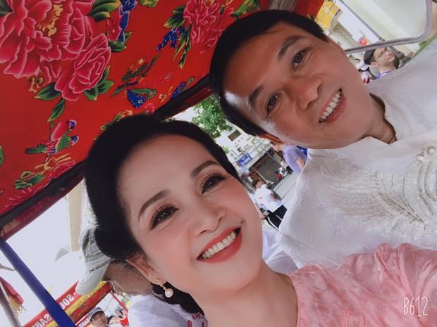 Mẹ chồng - nàng dâu Lan Hương - Bảo Thanh cùng dàn nghệ sĩ Việt diện áo dài truyền thống khoe nét đẹp nền nã giữa lòng thủ đô Hà Nội - Ảnh 1.