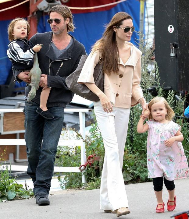 Ngược đời như cặp sinh đôi đắt giá nhất Hollywood nhà Brangelina: Em gái càng nam tính, anh trai lại hiền lành ủy mị - Ảnh 1.