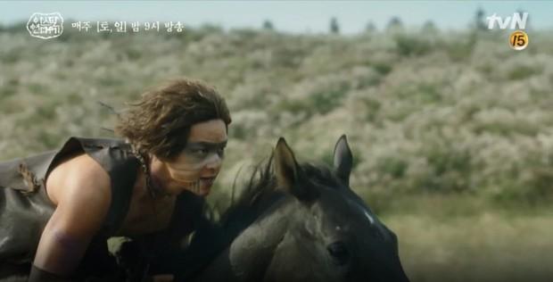 10 khoảnh khắc ấn tượng Arthdal Niên Sử Kí: Kim Ji Won dùng máu nguyền rủa, Song Joong Ki tung twist thay đổi cục diện! - Ảnh 8.