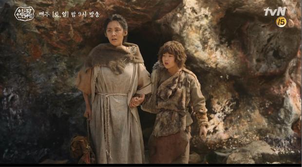 10 khoảnh khắc ấn tượng Arthdal Niên Sử Kí: Kim Ji Won dùng máu nguyền rủa, Song Joong Ki tung twist thay đổi cục diện! - Ảnh 14.