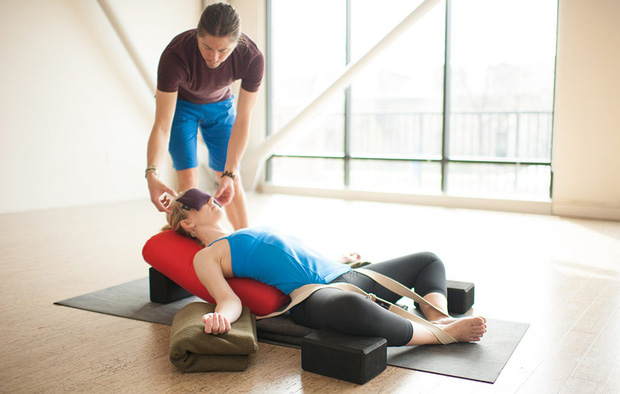 Bạn sẽ rất bất ngờ khi biết tới tư thế yoga giúp đẩy lùi nguy cơ mắc bệnh phụ khoa và còn điều hòa cả sức khỏe kinh nguyệt - Ảnh 5.