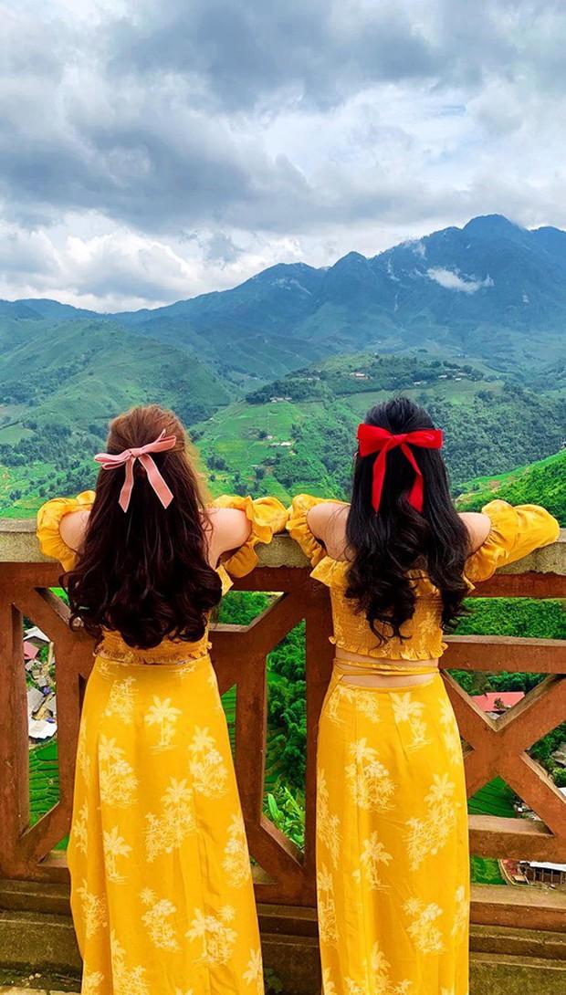 """Đôi bạn thân 15 năm mới đi du lịch cùng nhau lần đầu đã """"gây bão"""" MXH, dân tình nhao nhao hỏi: """"Hai bạn mua váy ở đâu thế?"""" - Ảnh 4."""
