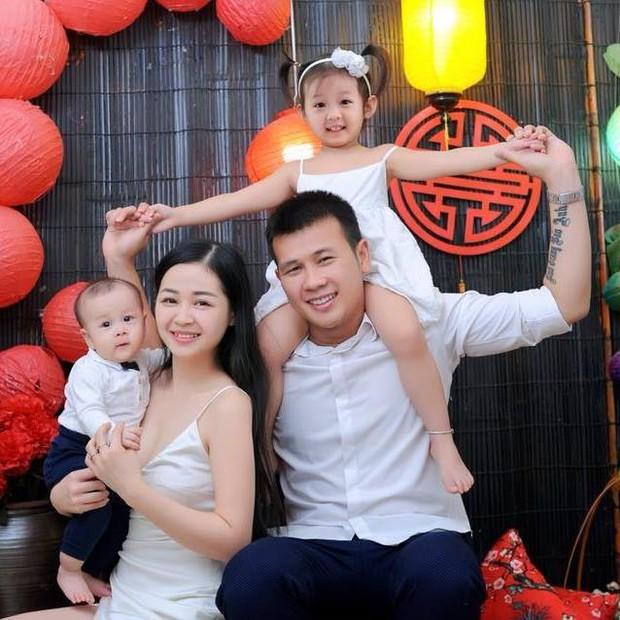 Ngắm gia đình nhỏ yêu thương của thủ môn Hà Nội FC, nhận ra rằng tình yêu càng bình dị càng hạnh phúc - Ảnh 5.