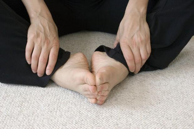 Bạn sẽ rất bất ngờ khi biết tới tư thế yoga giúp đẩy lùi nguy cơ mắc bệnh phụ khoa và còn điều hòa cả sức khỏe kinh nguyệt - Ảnh 6.