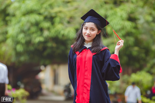 Nữ sinh thủ khoa kỳ thi THPT Quốc gia 2019: Chưa từng học thêm, chỉ chăm chỉ luyện đề thi thử ở nhà - Ảnh 1.